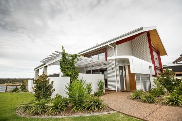 Contemporary Hot Climate Hillside House | Gavin Dale Design